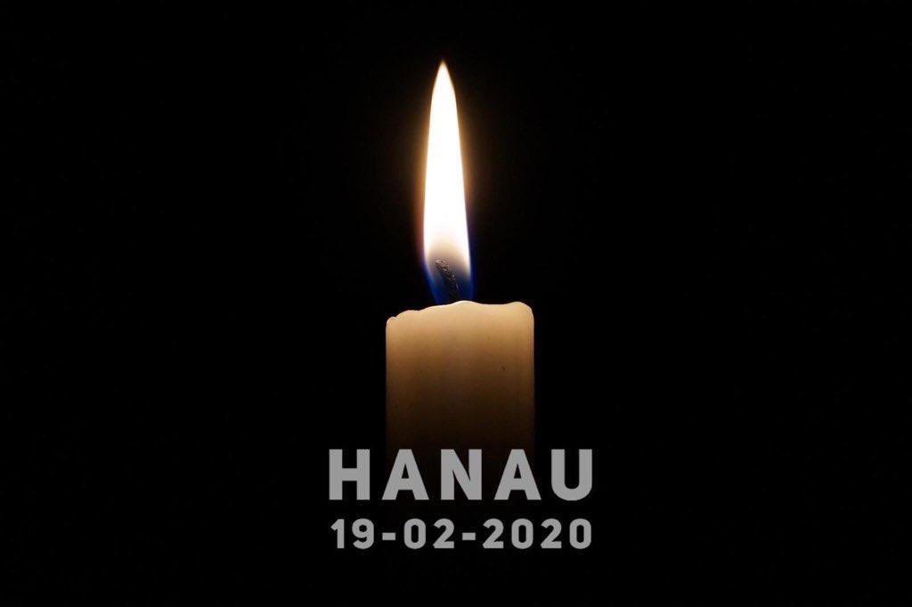 Schamvolles Schweigen und stilles Gedenken ist das Erste, was die rechtsextremistischen Morde von Hanau auslösen sollten … Fotoquelle: https://www.picuki.com/tag/prayforhanau